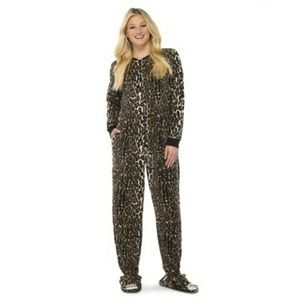 NWT Nick & Nora Footed Pajamas Onsie Size Small